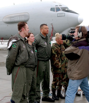 "ELMENDORF AIR FORCE BASE, Alaska -- Ten members of the 962nd Airborne Air Control Squadron here will share the spotlight with David Letterman when they present a ""top 10 list"" on his TV show April 4.  The airmen will give late-night audiences the ""Top 10 Cool Things about Being Stationed in Alaska.""  The segment was taped in front of an E-3 Sentry Feb. 26, but is just now being aired because of Letterman's recent illness.  (U.S. Air Force photo by Photo by Staff Sgt. Prentice Colter)"