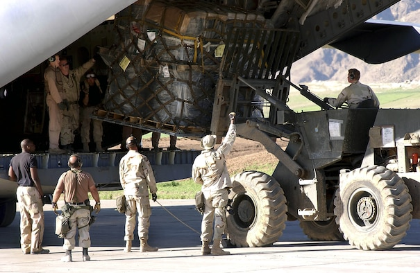OPERATION IRAQI FREEDOM -- Members of the 86th Air Mobility Squadron rush in to offload a C-17 Globemaster III at Bashur Air Base, Iraq.  The airmen are offloading aircraft in record time and, as of April 14, had offloaded more than 220 aircraft with more than 13 million pound of cargo.  The heavy aircraft loads have caused the base runway to crack.  (U.S. Air Force photo by Master Sgt. Keith Reed)