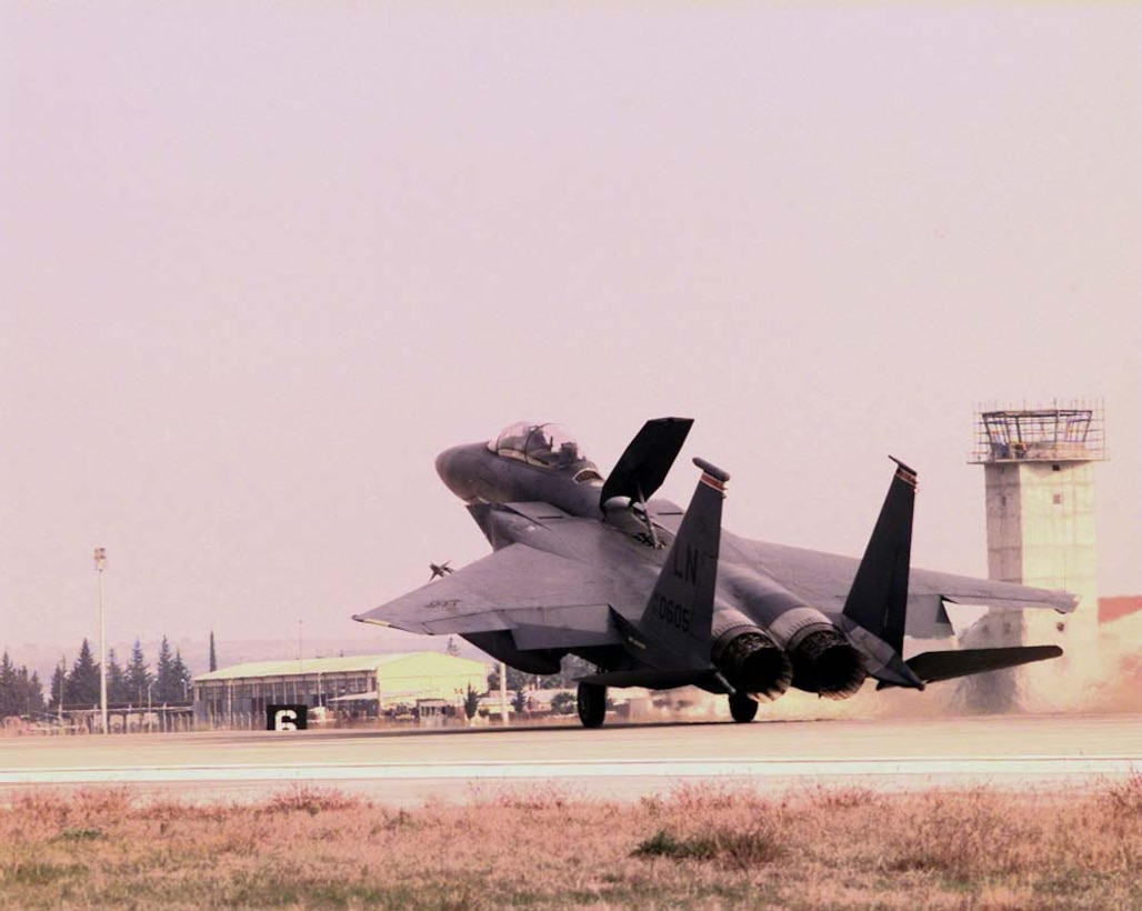 OPERATION NORTHERN WATCH -- An F-15E Strike Eagle from the 494th Expeditionary Fighter Squadron applies its speed brake upon touchdown after returning safely to Incirlik Air Base, Turkey, Jan. 14, following a routine enforcement mission in support of Operation Northern Watch. The Strike Eagle was part of a defensive strike on an Iraqi surface-to air-missile system in northern Iraq. (U.S. Air Force photo by Staff Sgt. Vincent Parker)