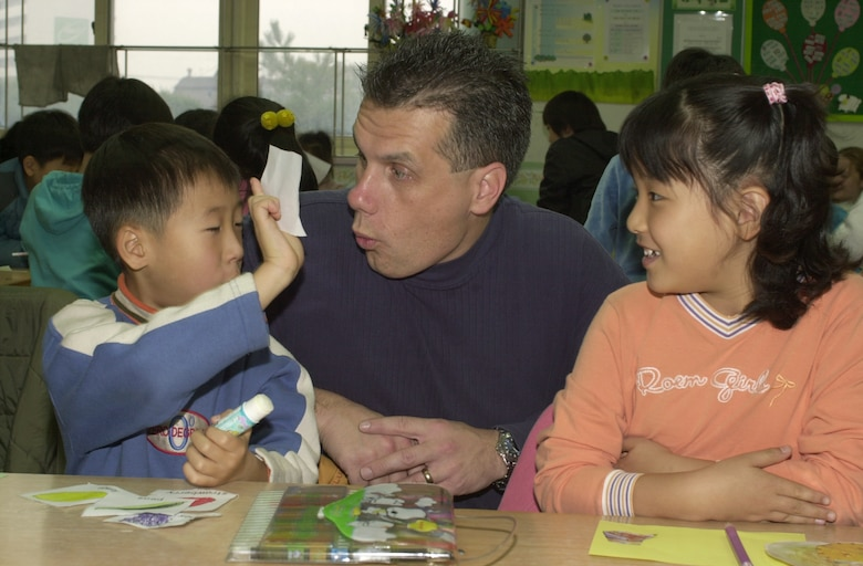 SUWON CITY, South Korea -- Master Sgt. John Liss helps teach English to South Korean students here Dec. 4.  Once a month Airmen from nearby Osan Air Base visit an elementary school here.  The program has been active for five months.  Sergeant Liss is assigned to the 51st Medical Group.  (U.S. Air Force photo by Staff Sgt. Raheen Moore)