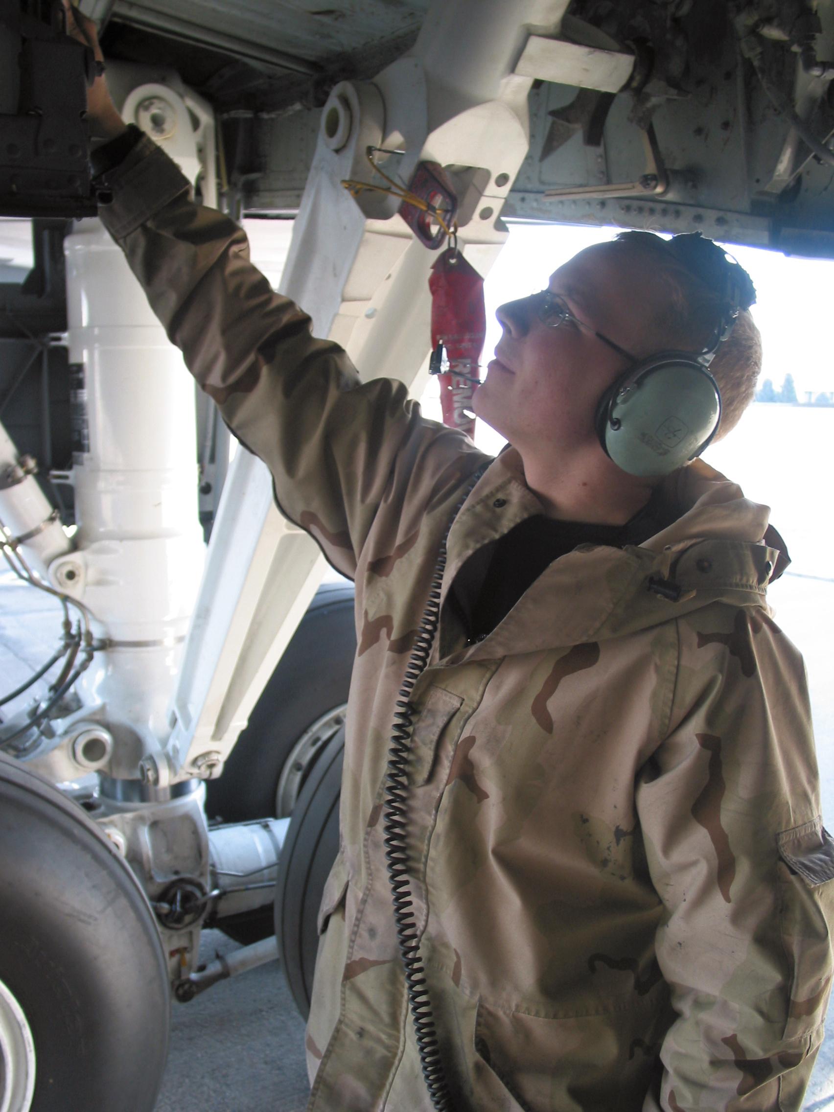 timeless design 6ffa1 855fb KC-135 team keeps fuel flowing down range