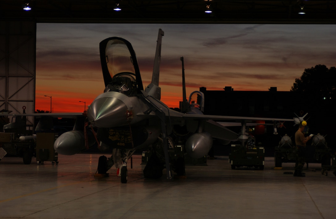 SIOUX FALLS, S.D. -- Maintenance crews work on an F-16C Fighting Falcon here Sept. 11.  The South Dakota Air National Guard's 114th Fighter Wing is conducting night flying missions during their September unit training assembly.   (U.S. Air Force photo by Master Sgt. Don McLeer)