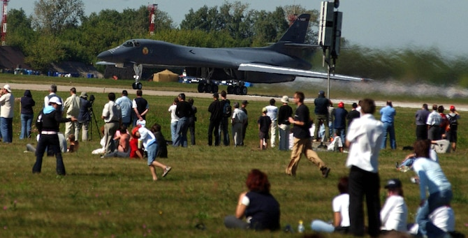 ZHUKOVSKY, Russia -- An American B-1B Lancer prepares to take off at Ramenskoye Airfield on Aug. 18 at the Moscow International Aviation and Space Salon here. The B-1B is performing daily aerial demonstrations at the air show. Other American aircraft on static display during the show include the F-15E Strike Eagle, F-16 Fighting Falcon, KC-10 Extender and KC-135 Stratotanker. (U.S. Air Force photo by Master Sgt. Mona Ferrell)