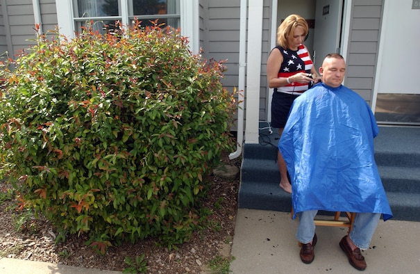 Robin cuts Chuck's hair the day before their transplant surgery.