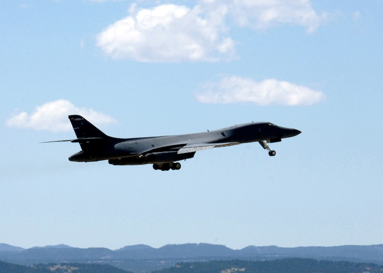 A B-1 Lancer from the 28th Bomb Wing takes off at Ellsworth Air Force Base, S.D., on Thursday, April 13, 2006. (U.S. Air Force photo/Airman Angela Ruiz)