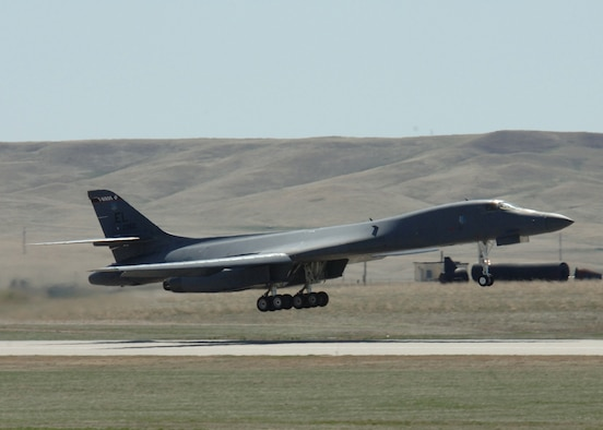"""A B-1 Lancer from the 28th Bomb Wing practices """"touch and go"""" procedures at Ellsworth Air Force Base, S.D., on Thursday, April 13, 2006. (U.S. Air Force photo/Airman Angela Ruiz)"""