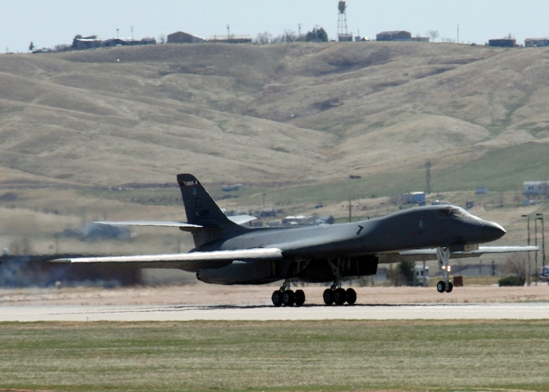 "A B-1 Lancer from the 28th Bomb Wing practices ""touch and go"" procedures at Ellsworth Air Force Base, S.D., on Thursday, April 13, 2006. (U.S. Air Force photo/Airman Angela Ruiz)"