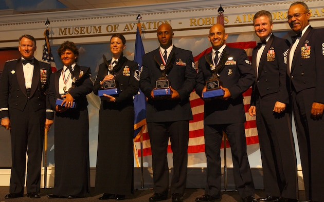 Air Force Reserve Command announced its Outstanding Airmen of the Year and First Sergeant of the Year winners during ceremonies April 20 at the Robins Air Force Base (Ga.) Museum of Aviation. From left, Lt. Gen. John A. Bradley, AFRC commander and chief of Air Force Reserve; Senior Master Sgt. Kathleen Buckner, first sergeant; Master Sgt. Renee Williams, senior NCO; Staff Sgt. Conrad Dawes Jr., NCO; Senior Airman Eric Pena, airman; Chief Master Sergeant of the Air Force Gerald R. Murray; and AFRC Command Chief Master Sgt. Jackson A. Winsett. (U.S. Air Force photo/Master Sgt. Ellen Wilt)