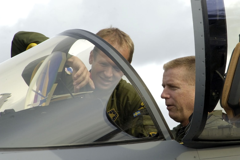 Swedish Lt. Col. Ken Lindburg shows Col. Rusty Cabot the new JAS-39 Gripen aircraft during Exercise Cooperative Cope Thunder at Eielson Air Force Base, Alaska, on July 31.  Colonel Lindburg is the detachment commander for the Swedish Air Force Tango Red Gripen squadron. Colonel Cabot is the 35th Air Expeditionary Wing commander. (Courtesy photo/Cpl. J.A. Wilson)