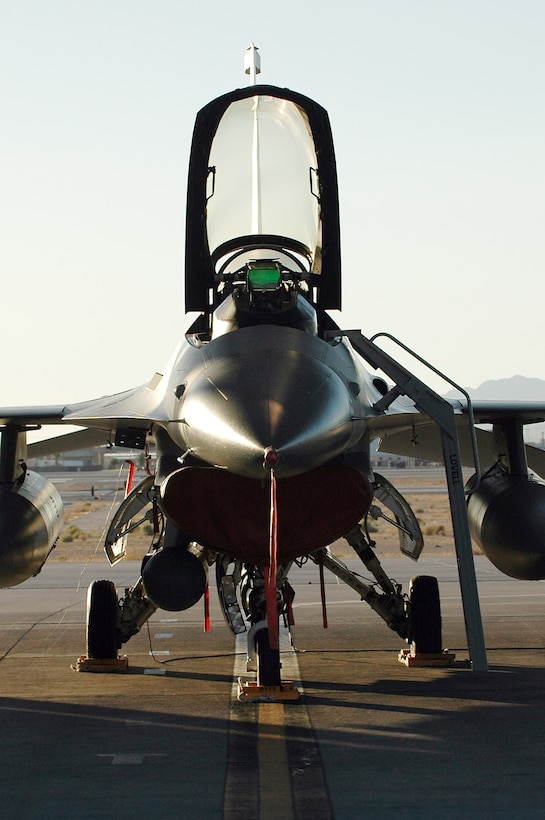 An F-16 Fighting Falcon from the Iowa Air National Guard's 132nd Fighter Wing sits ready during Red Flag 06-02 at Nellis Air Force Base, Nev., on Aug. 15. U.S. and coalition servicemembers are participating in the exercise that concludes today. (U.S. Air Force photo/Tech. Sgt. Bob Sommer)