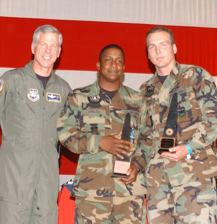 Maj. Gen. William Shelton, 14th Air Force commander, presents the Space Communications team award to Staff Sgt. Tavius English and Senior Airman Daniel McCoy, 460th Space Communications Squadron members, at the Guardian Challenge 2006 awards presentation. (U.S. Air Force photo by Senior Airman Taylor Marr)