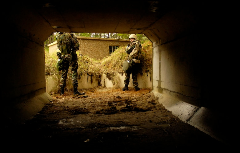 Senior Nicholas Ivy (left) , 437th Aircraft Maintenance Squadron, and Airman 1st Class Heather Coffman (right), 437th Logistics Readiness Squadron, secure a bunker during expeditionary combat skills training at Charleston Air Force Base, Nov. 16, 2006. (U.S. Air Force photo by Staff Sgt. Sarayuth Pinthong)(Released)