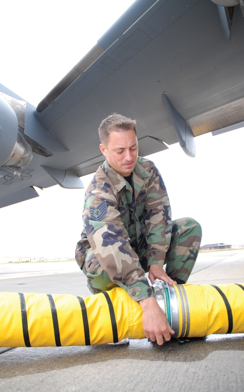 Tech. Sgt. Jonathan Smiddy, 437th Maintenance Squadron aerospace ground equipment craftsman, puts together the TMAC hose during testing at Charleston Air Force Base, Dec. 1, 2006. (U.S. Air Force photo/Airman 1st Class Sam Hymas)(released)