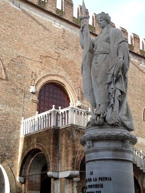 Visitors to Treviso may feel like they're in a maze because streets often look alike. Fortunately there are plenty of landmarks to keep visitors orientated  such as this statue near Palazzo dei Signori. (Photo by Senior Airman Colleen Wieman)