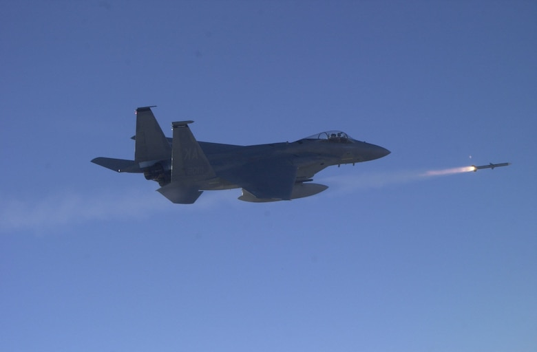 586 FLTS missile launch from F-15.