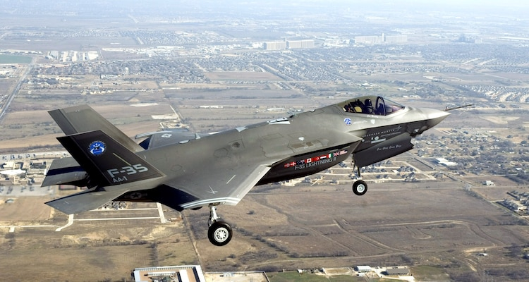 The F-35 Lightning II Joint Strike Fighter makes its initial flight Dec. 15 over Fort Worth, Texas. (Lockheed Martin photo/David Drais)
