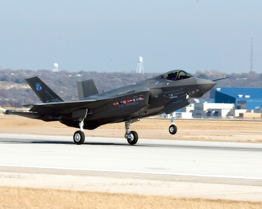 The F-35 Lightning II Joint Strike Fighter goes wheels up for the first time Dec. 15 at Fort Worth, Texas. (Lockheed Martin photo/Neal Chapman)