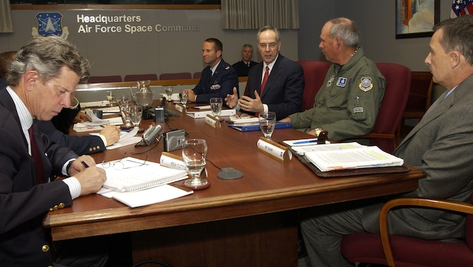 PETERSON AIR FORCE BASE, Colo.--General Lance W. Lord, Commander, Air Force Space Command, held a press conference Oct. 27 concurrent with the Global Positioning System Civil Focus Day to discuss future uses of GPS in both military and civilian applications. From left and counter-clockwise around table: Mr. Rich Tuttle, Aerospace Daily; Mr. Michael Shaw, Director, Office of Navigation and Spectrum Policy, Department of Transportation; General Lord, Mr. Jeffrey N. Shane, Under Secretary of Transportation for Policy, DoT; Col. Wesley Ballenger, System Program Director for NAVSTAR GPS, Joint Program Office, Space and Missile Systems Center; and Maj. Gen. William Shelton, Commander, Fourteenth Air Force. (Photo by Duncan Wood)