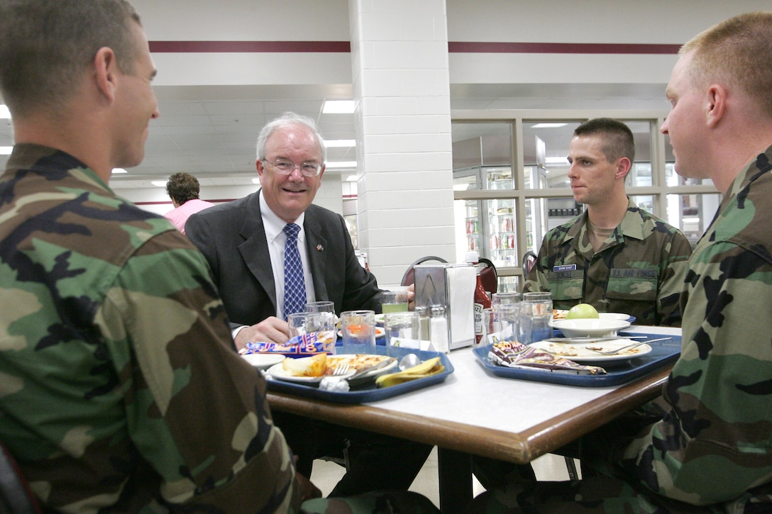 LACKLAND AIR FORCE BASE, Texas (AETCNS) Secretary of the Air Force Michael W. Wynne has lunch with fifth week basic trainees at the 326th Training Squadron here June 2. Airman Basic Bradford Herzog (left) and Airman Basic Bradley Cline are from flight 437, and Airman Basic Jacob Runzel is element leader for flight 438.