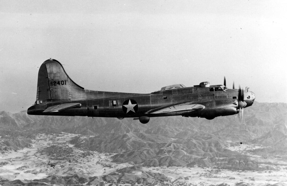 Boeing-Lockheed Vega XB-38 in flight. (U.S. Air Force photo)