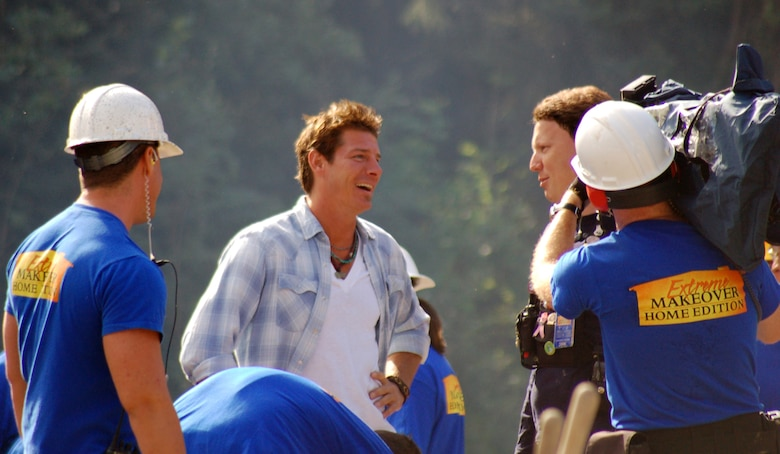 "Ty Pennington, the star of ABC's ""Extreme Makeover: Home Edition,"" jokes with members of the production crew during the filming of the ""Rogers Family"" episode in North Pole, Alaska. Approximately 180 military members from Elmendorf and Eielson Air Force Bases, and Forts Richardson and Wainwright helped build a house for a woman and her 12 family members. (U.S. Air Force photo/Master Sgt. Tommie Baker)"