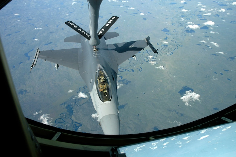EIELSON AFB, Alaska -- 128th Air Refueling Wing from Milwaukee, Wisconsin refuel an F-16C from Hill AFB, Utah during CCT -06.  Photo by 1st Lt. Peter Liander, Swedish Air Force