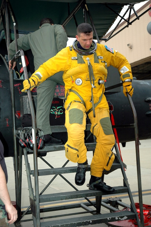 Maj. Michael Clavenna returns to Osan Air Force Base, South Korea, from the last operational reconnaissance flight in the U-2S Dragon Lady, Block 10, aircraft. Major Clavenna is wearing the full pressure suit required for wear by U-2 pilots because of their high-altitude reconnaissance missions. Major Clavenna is the 5th Reconnaissance Squadron assistant director of operations. (U.S. Air Force photo/Staff Sgt. Andrea Knudson)