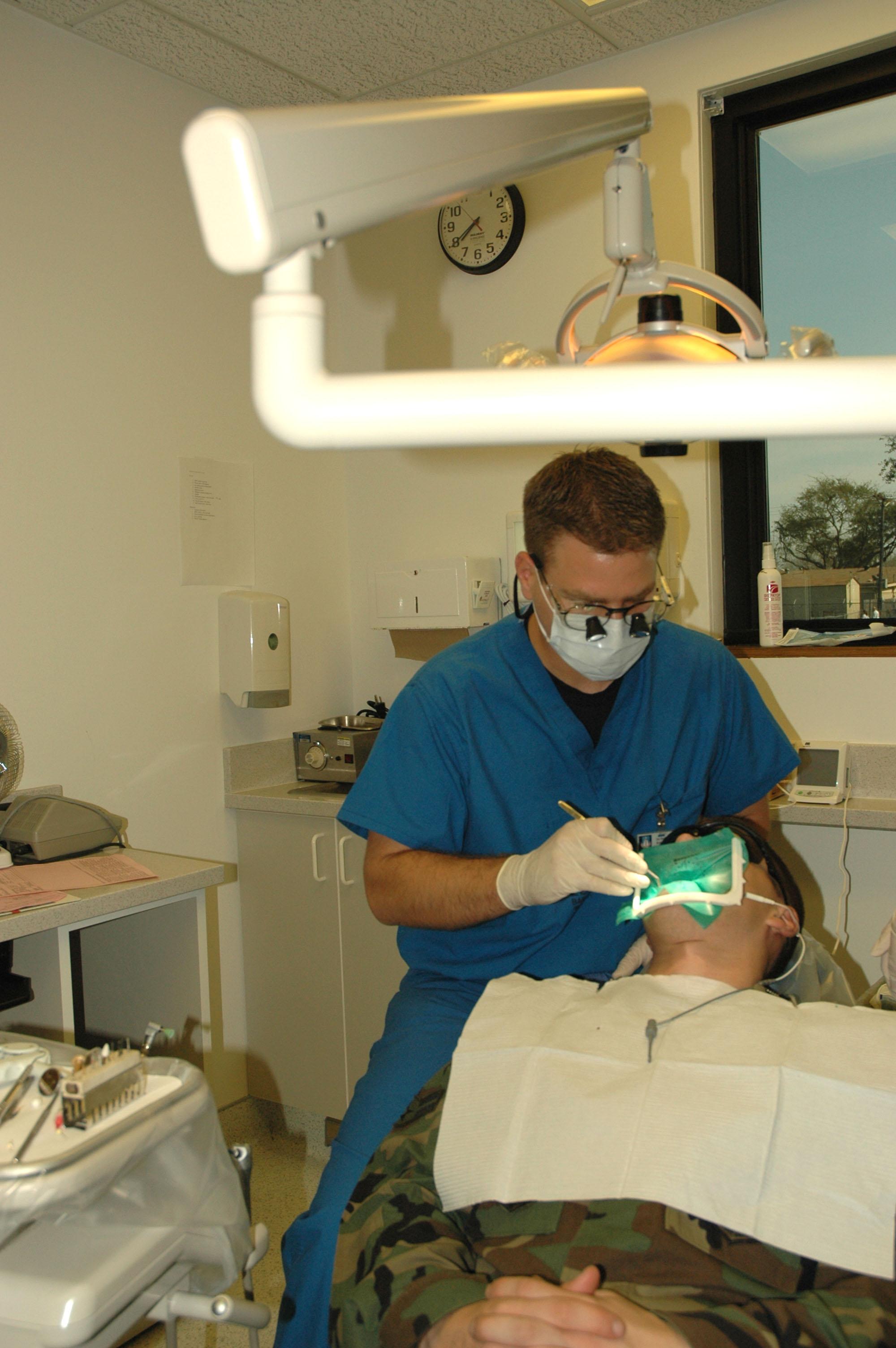 Dental residency program fills experience gap > U S  Air