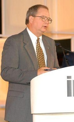 Ken Percell, Warner Robins Air Logistics Center senior civilian thanks the Institute for Operations Research and the Management Sciences for the Franz Edelman Award in ceremonies at Miami, Fla. (Courtesy photo)