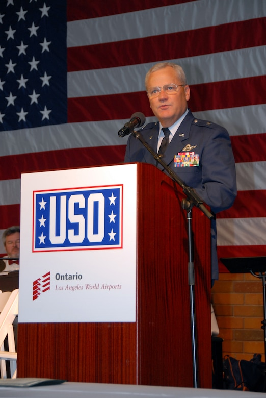 Brig Gen. James L. Melin, 452nd Air Mobility Wing commander, thanks the USO and the community for their support of the military.  General Melin represented the Air Force Reserve at the grand opening of the USO at Ontario International Airport on November 7, 2006.  The new 6,000 square-foot facility will serve some 20,000 military members and their families who travel through the airport each year.  (Photo by SrA Diane M. Ducat, 163 ARW)