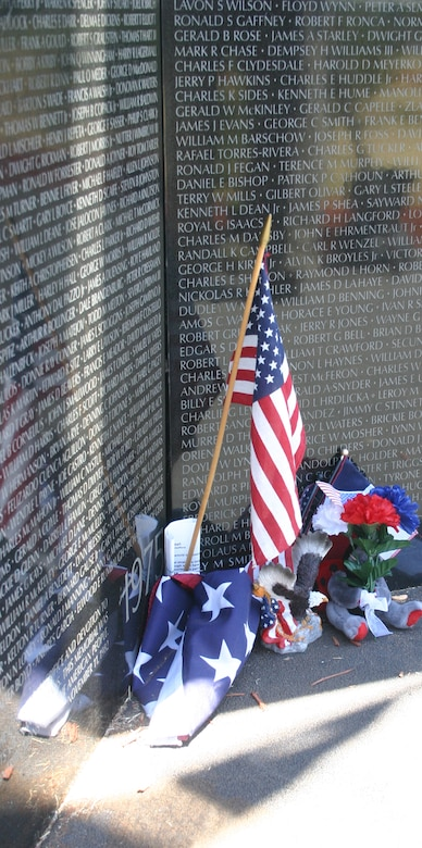 "Momentos adorn the ""heart"" of the Vietnam Moving Wall Sunday at Crestview Memorial Park. (U.S. Air Force photo/Senior Airman Tonnette Thompson)."