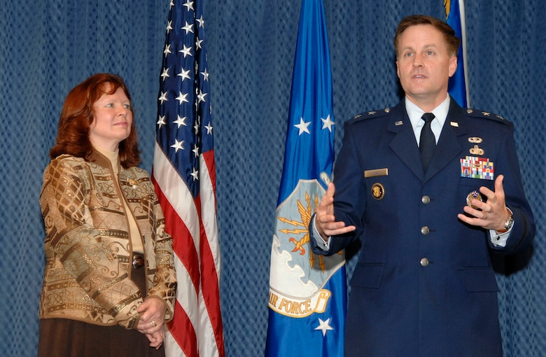 Maj. Gen. William T. Lord makes a few remarks after he and his wife, Cynthia, received the O'Malley Award from Air Force Chief of Staff Gen. T. Michael Moseley Nov. 15 at the Pentagon. The award is given to the wing commander and spouse who were the most involved in their community. General Lord was the base commander at Keesler Air Force Base, Miss., where he dealt with four hurricanes, including Katrina and Rita, that devasted the Gulf Coast. (U.S. Air Force photo/Tech. Sgt. Cohen Young)