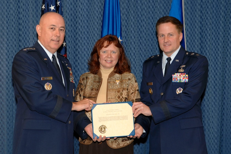 Maj. Gen. William T. Lord and his wife, Cynthia, receive the O'Malley Award from Air Force Chief of Staff Gen. T. Michael Moseley Nov. 15 at the Pentagon. The award is given to the wing commander and spouse who were the most involved in their community. General Lord was the base commander of Keesler Air Force Base, Miss., where he dealt with four hurricanes to include Katrina and Rita that devasted the Gulf Coast. (U.S. Air Force photo/Tech. Sgt. Cohen Young)