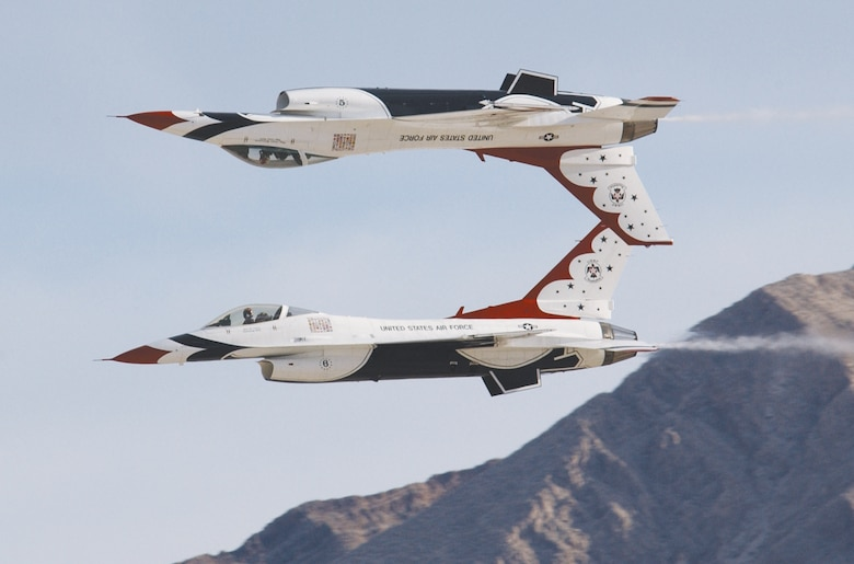 The Thunderbirds performed their final show of the 2006 season at the Nellis Air Force Base, Nev., air show on Sunday, Nov. 12. (U.S. Air Force photo/Staff Sgt. Jeremy Smith)
