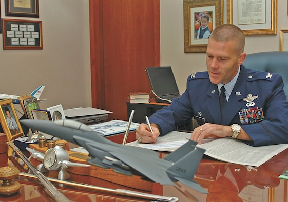 Colonel Steve Kwast, 4th Fighter Wing commander, signs the pledge card for his Combined Federal Campaign donation Oct. 13 in the 4th Fighter Wing headquarters building. The charity campaign kicked off Oct. 11 and will run until Dec. 8. The annual CFC is an opportunity for military members and federal employees to donate to approximately 1,800 charitable organizations. For more information, contact your agency's CFC representative, call 722-5272 or visit https://intranet/cfc. (U.S. Air Force photo by Airman 1st Class Greg Biondo)