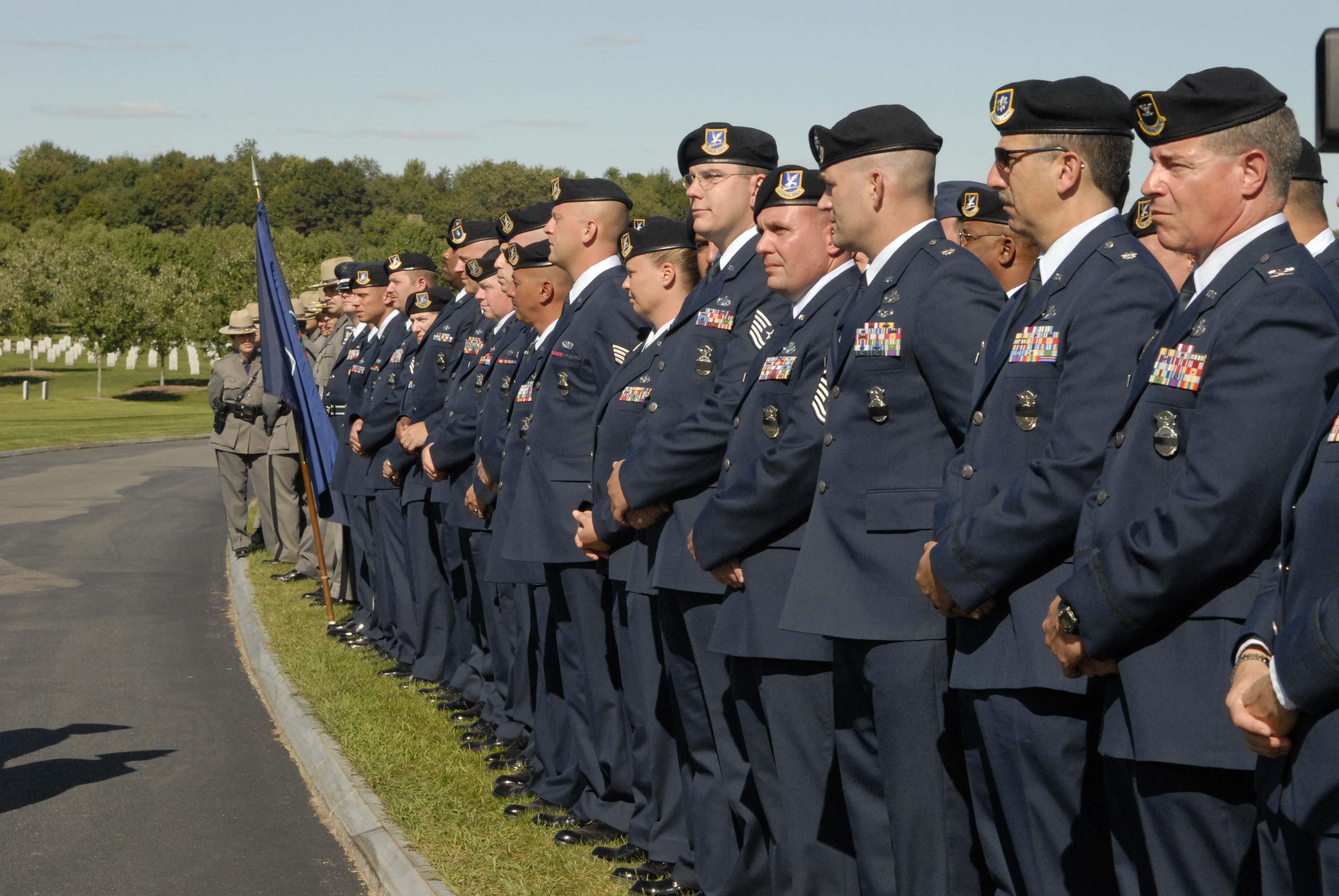 Airmen pay tribute to fallen guardsman > Air Mobility