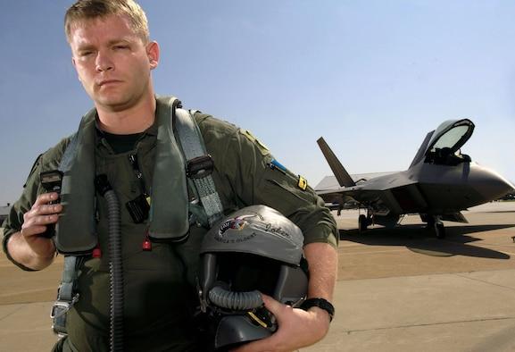 Raptor pilot training on Air Force birthday > U.S. Air ... Usaf Fighter Pilot F 22