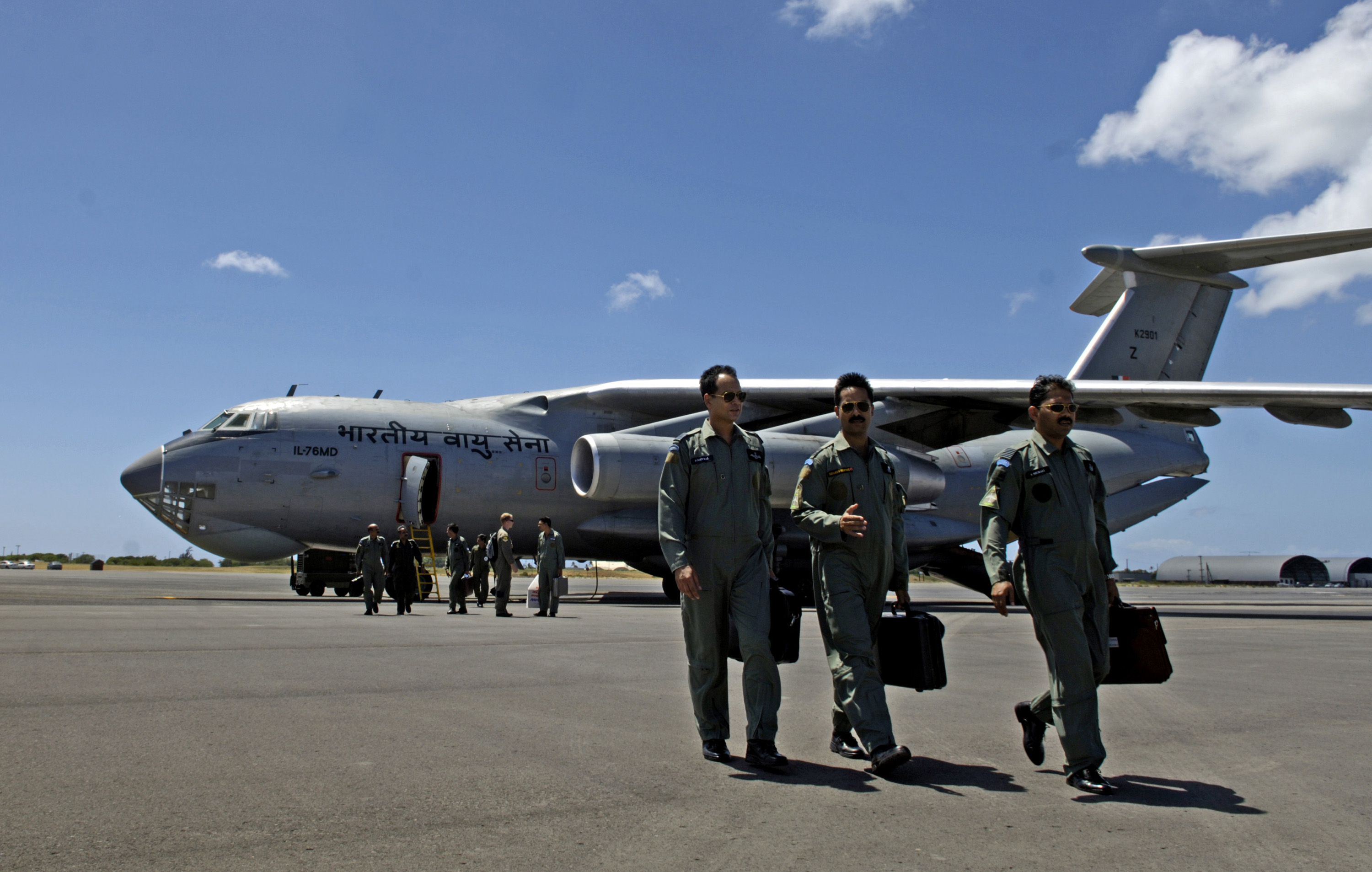 how to become a cargo pilot for the air force