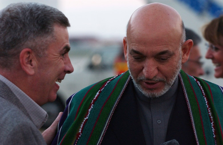 Afghanistan's President Hamid Karzai (right) talks with Army Gen. John Abizaid Sept. 26 shortly after landing at MacDill Air Force Base in Tampa, Fla. President Karzai visited with General Abizaid, the commander of United States Central Command, during his visit to the United States this week. (U.S. Air Force photo/Senior Airman Jason Robertson)