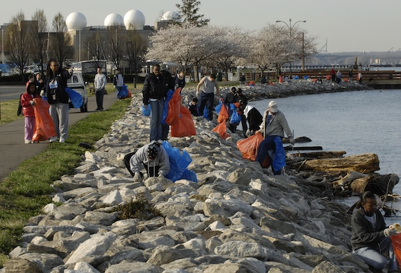 Members of the Bolling community help clean up the Potomac shoreline March 31. (U.S. Air Force photo by Airman 1st Class Marleah Miller)