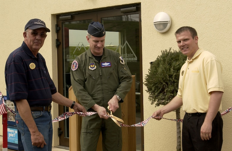 SPANGHDALEM AIR BASE, GERMANY -- Col. Thomas Feldhausen, 52nd Fighter Wing vice commander, cuts the ribbon during the Eifel Mountain Golf Course grand re-opening ceremony as Duane Grendell, (left) kitchen manager, and Kevin Hacker, golf course manager, hold the ribbon April 10. (US Air Force photo/Staff Sgt. Ray Mills)
