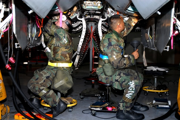 070426-F-9919G-047