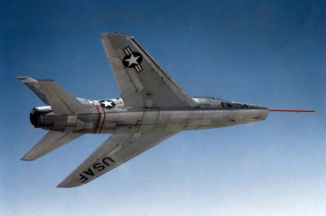 North American YF-100 (S/N 52-5754) in flight. (U.S. Air Force photo)