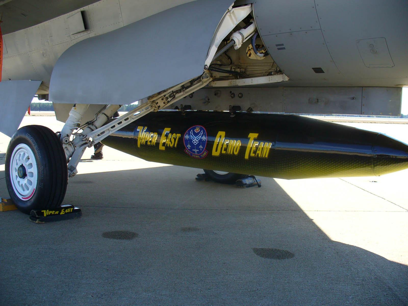 Resultado de imagem para F-16 travel pod