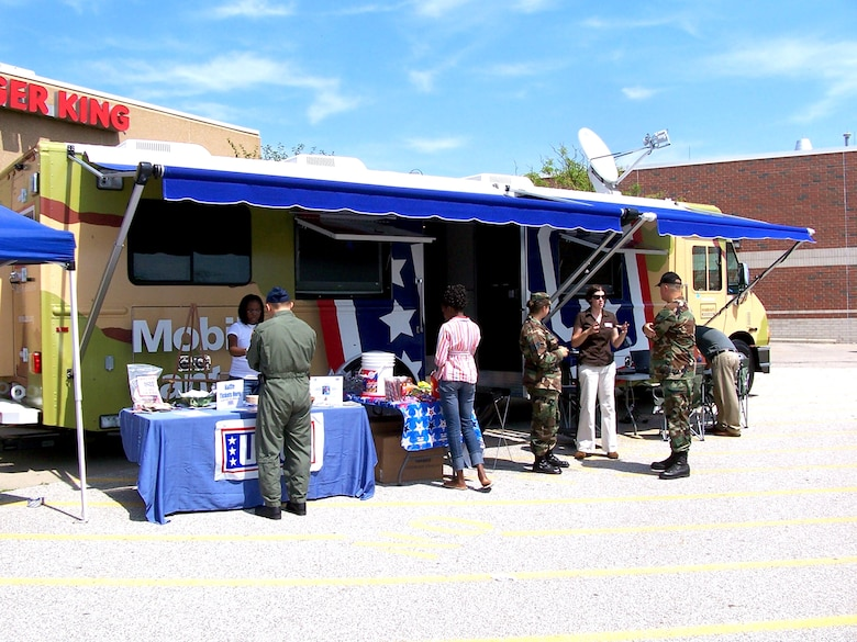 Members of the Michigan Air National Guard and other visitors to the base exchange at Selfridge Air National Guard Base, Mich., stop by the Mobile United Service Organizations' station Aug. 11. The canteen is one of three such vehicles the USO began using this year to bring the USO to servicemembers who may not regularly come in contact with the organization. There are no USO facilities in Michigan. The mobile center offers a TV lounge, wireless Internet access and other recreational offerings. (U.S. Air Force photo/Staff Sgt. Samara Taylor)