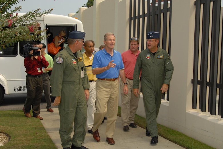 (L-R) Col. David Kriner, 601st Air and Space Operations Commander, Florida Senator Bill Nelson, and Maj. Gen. Hank Morrow, 1st Air Force Commander, begin their tour as the senator arrives at the 601st AOC compound.  Senator Nelson visited Tyndall AFB, August 9, 2007,  as part of his scheduled Florida panhandle tour.  (USAF photo/Lisa Norman)