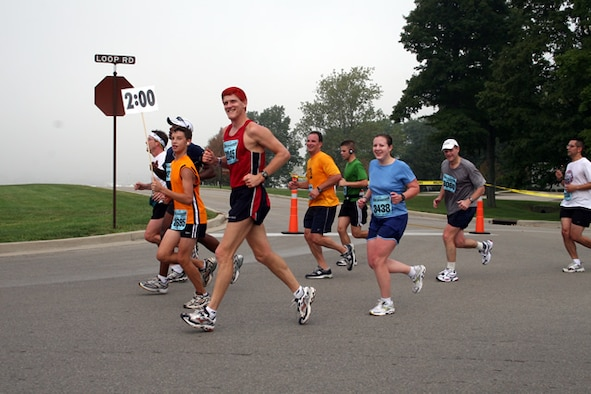 Jim Crist, a member of the Air Force Marathon Pace Team, runs with his group during the 2006 Air Force Marathon in Area B. (Air Force photo)