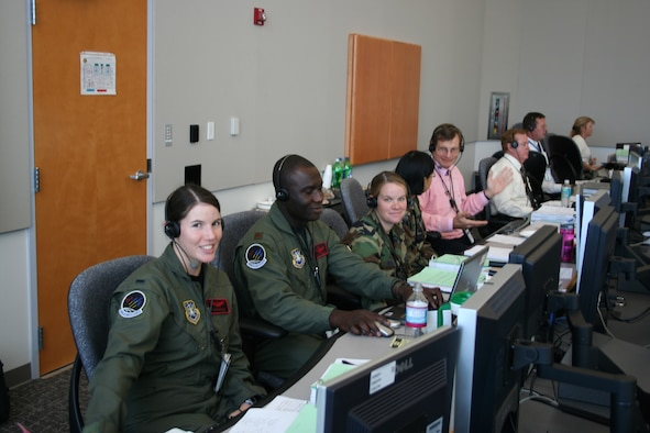 (l to r) 1st Lt. Georgene Hilb, Maj. Eric Amissah, Capt. Davina Fallaw, Capt. Bai Zhu and Stephen Anstey work on console at the Technical Support Facility during Atlas V pre-launch operations Dec. 10. (Courtesy photo)