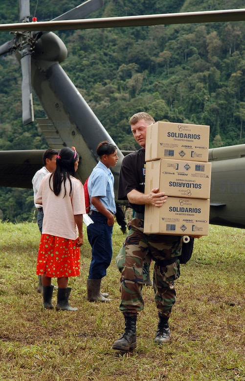 PIEDRA MESA, Costa Rica – Air Force Master Sgt. Troy Himes, Joint Task Force-Bravo Medical Element, carries boxes of food from an Army UH-60 Black Hawk helicopter to a collection point here Dec. 18.  JTF-Bravo deployed 28 servicemembers from Soto Cano Air Base, Honduras to Costa Rica, at the invitation of the country's Ministry of Health, for the first Medical Readiness Training Exercise in more than three years.  (U.S. Air Force photo by Staff Sgt. Austin M. May)