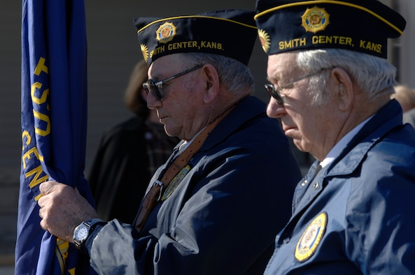 """Members of the Kansas City 24th Marine Regiment serve as pallbearers Jan. 25, during the funeral of Albert """"Jud"""" Wagner. Here, fellow veterans pay respect to world's oldest Marine. (Air Force photo by Senior Airman Jamie Train)"""